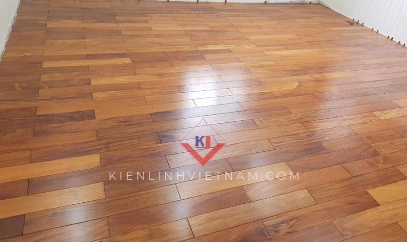 lót sàn gỗ căm xe